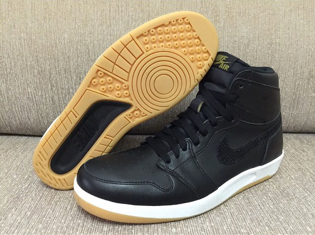 jordan-1_5-the-return-black-gum-photos-08.jpg