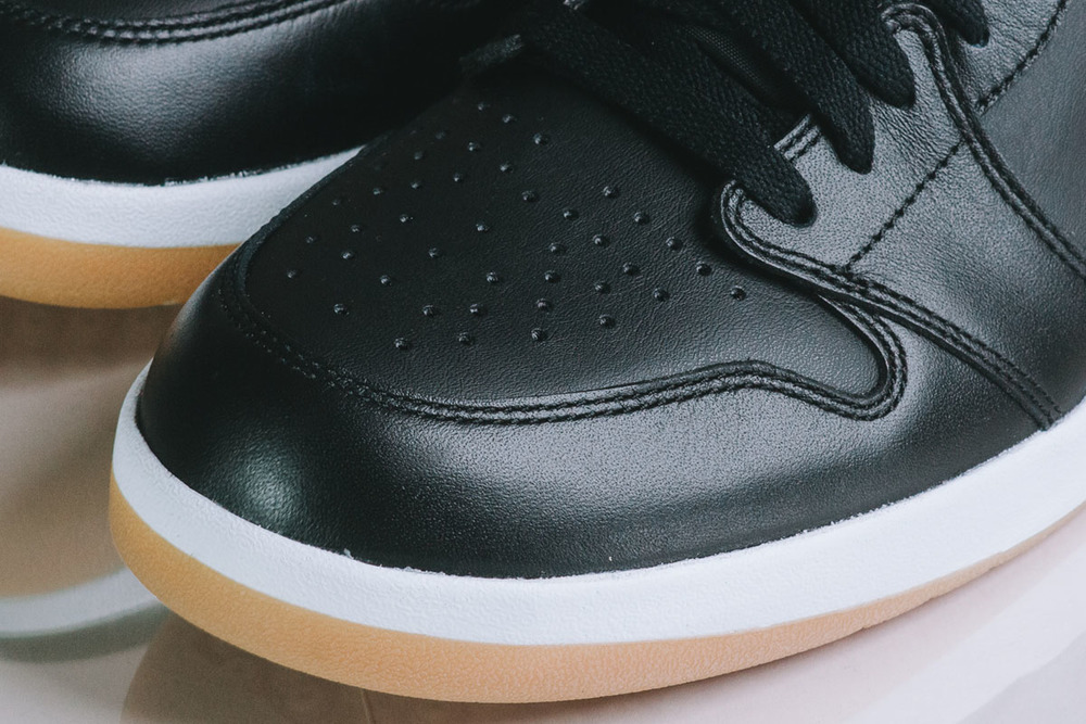 "Detailed-Look-Air-Jordan-1.5-The-Return-""Black-Gum""-09.jpg"
