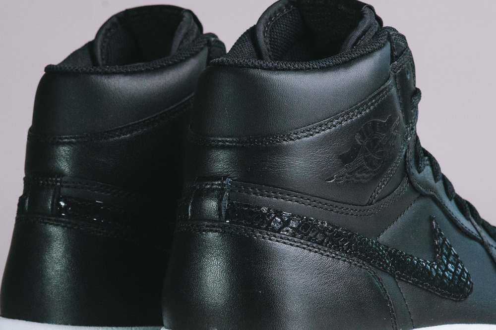 "Detailed-Look-Air-Jordan-1.5-The-Return-""Black-Gum""-06.jpg"