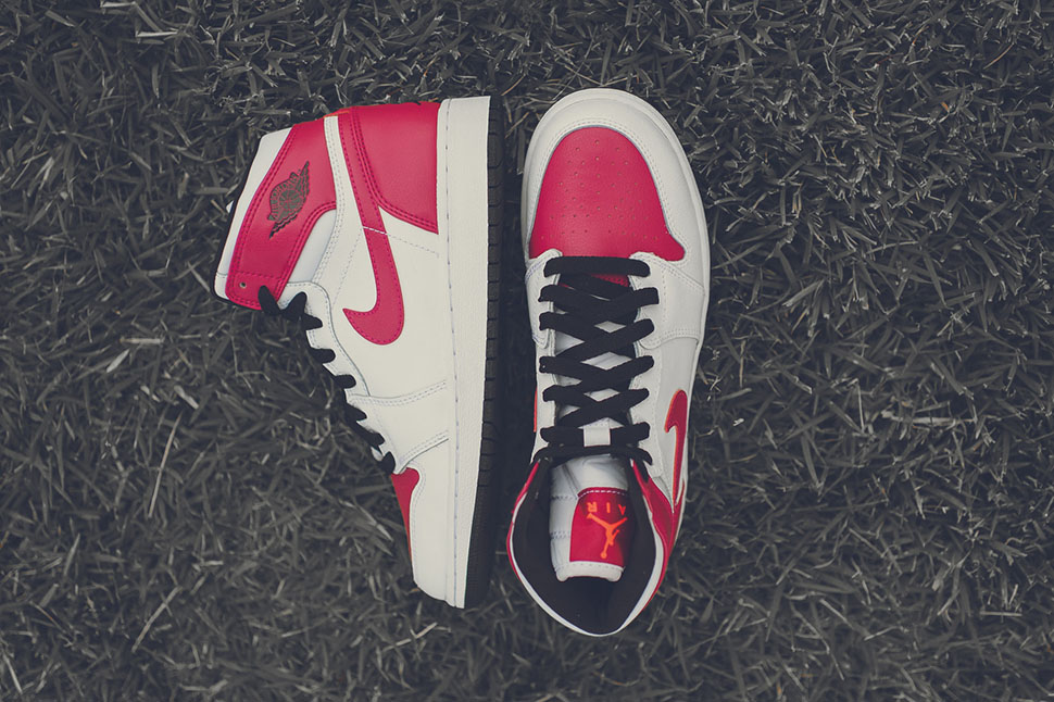 Air-Jordan-1-Retro-High-GS-Spirit-Fuchsia-available-04.jpg