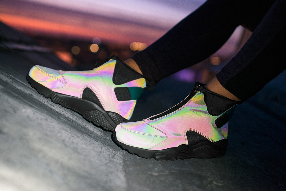 nike-air-huarache-run-mid-iridescent-01.jpg
