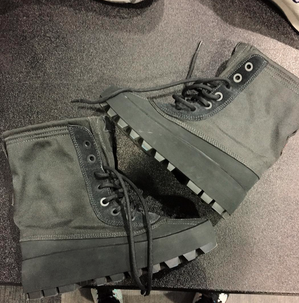 adidas-yeezy-950-boot-black-first-look-2.png