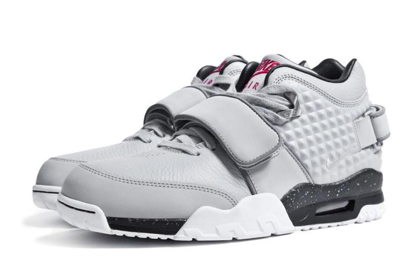 victor-cruz-nike-signature-sneaker-006.jpg