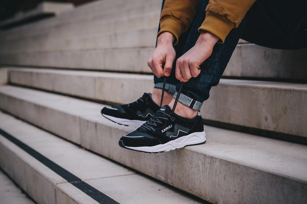 Karhu Aria Black:White On Feet1.jpg