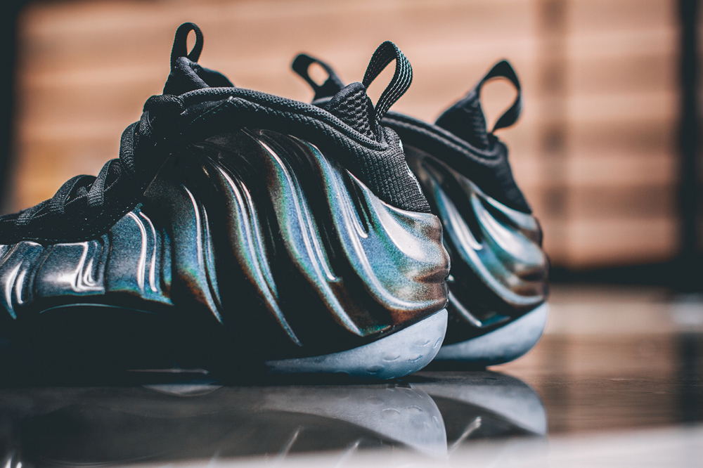 nike-air-foamposite-one-hologram-closer-look-2.jpg