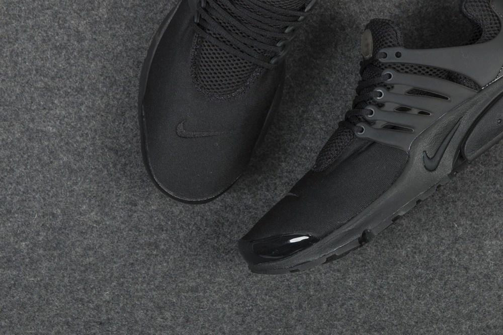 nike-air-presto-triple-black-sneaker-3.jpg