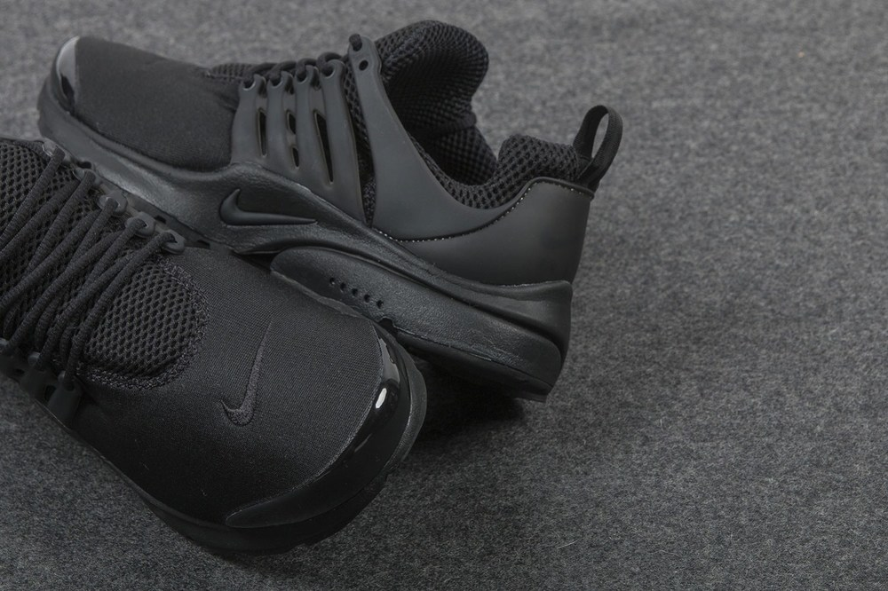 nike-air-presto-triple-black-sneaker-2.jpg