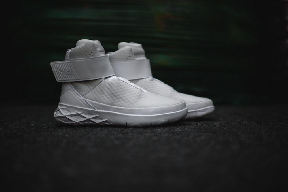 Nike-Swoosh-Hunter-12.jpg