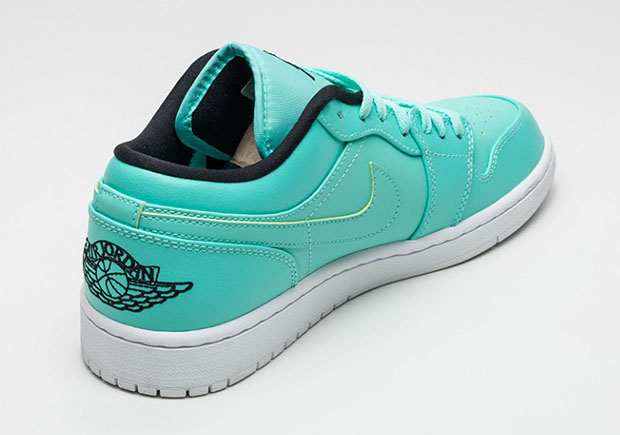 Air-Jordan-1-Low-Hyper-Turquoise-3.jpg