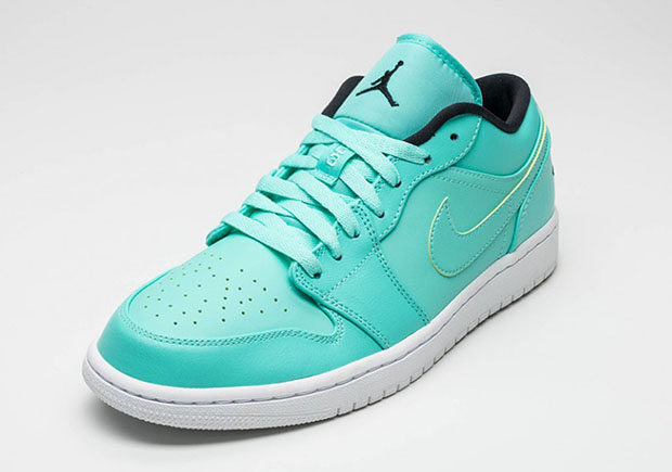 Air-Jordan-1-Low-Hyper-Turquoise-2.jpg
