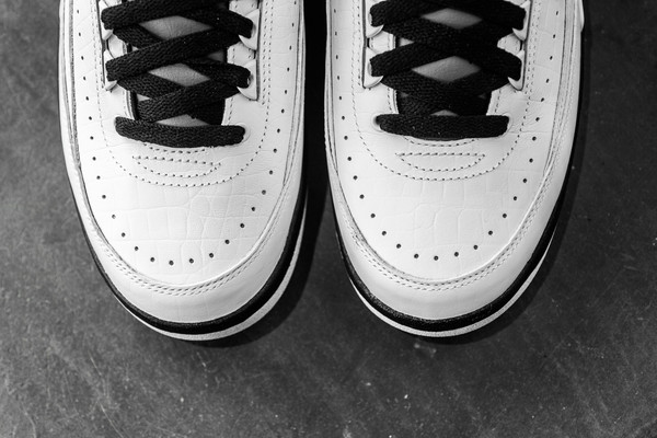 Air_JOrdan_2_Black_WHite_Wing_It_Sneaker_POlitics_Hypebeast_8_43f170e4-1ea4-4aa3-b529-72783b9fe939_grande.jpg