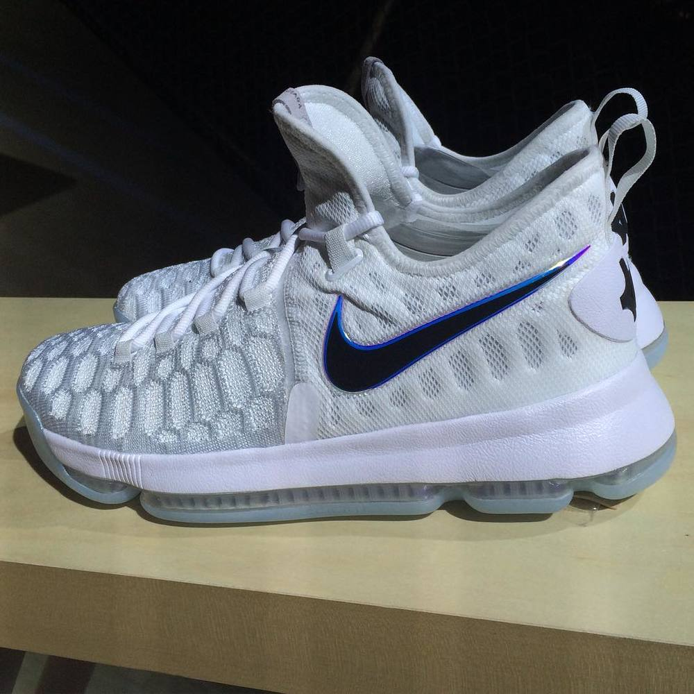 Official Look at the Upcoming Nike Air Zoom KD 9 (Video) — Sneaker ... 26b852adf84f
