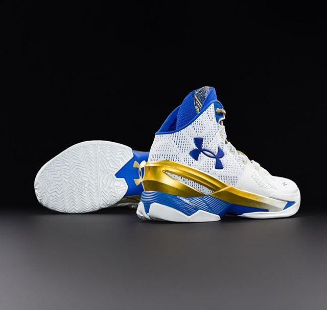 Under-Armour-Unveils-the-Curry-2-Gold-Rings-1-640x608.jpg
