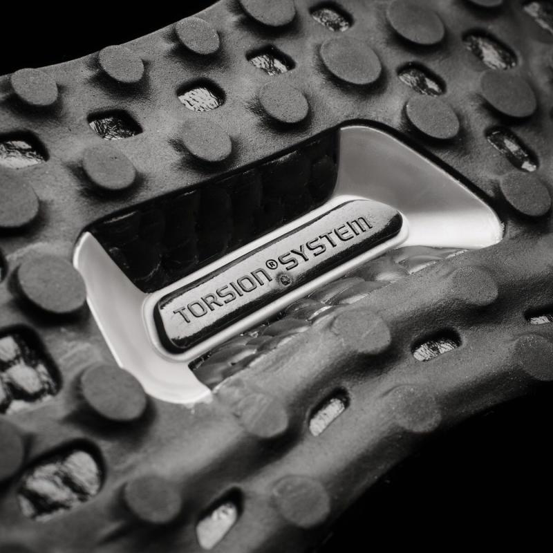 black-uncaged-adidas-ultra-boost_07.jpg