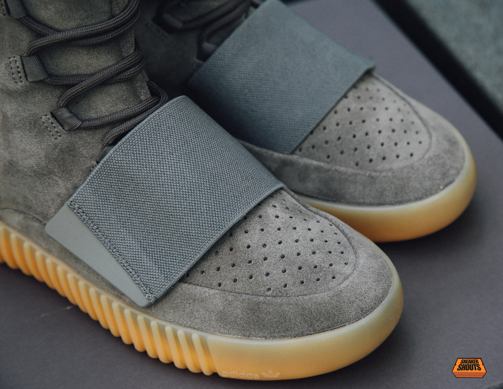 Tagged-Adidas-Yeezy-750-Boost-Light-Grey-Gum-Glow-In-The-Dark-7.png