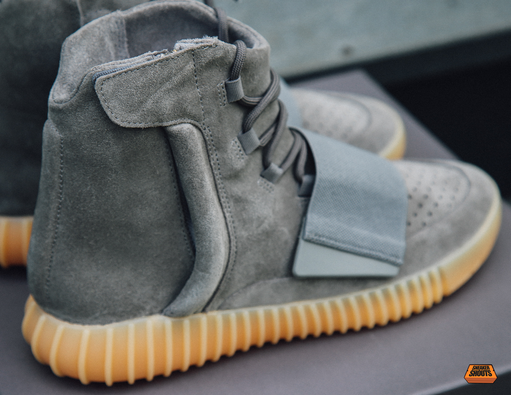 TaggedAdidas-Yeezy-750-Boost-Light-Grey-Gum-Glow-In-The-Dark-6.png