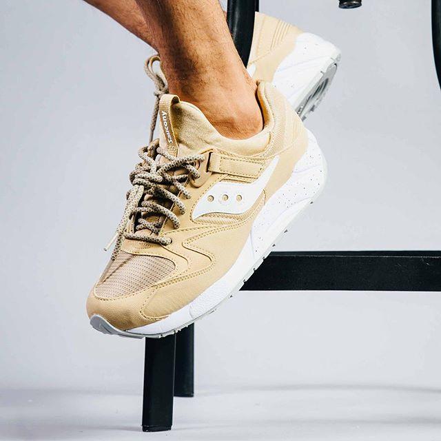 Sneakersnstuff x Saucony | Grid 9000 Business class | S70380 01