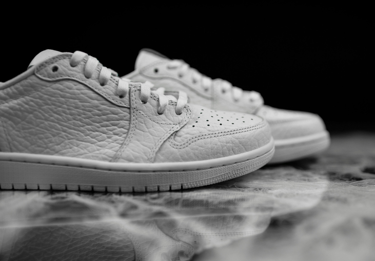 air-jordan-1-low-no-swoosh-white-4.png