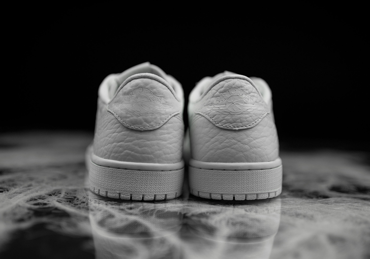 air-jordan-1-low-no-swoosh-white-2.png