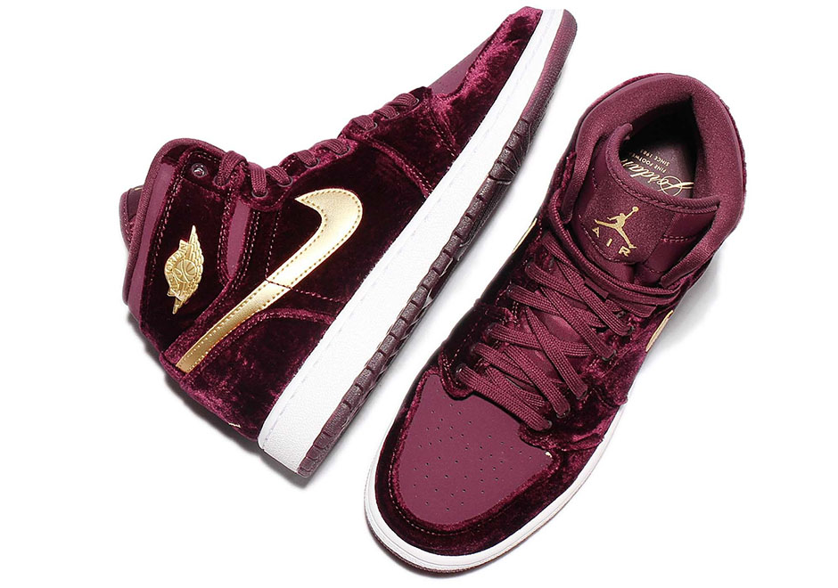 42c2e82a853b Now Available  GS Air Jordan 1 Retro High