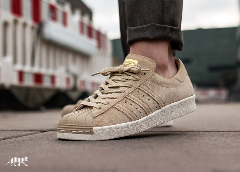 newest 281fe a8faa adidas Superstar 80 Suede