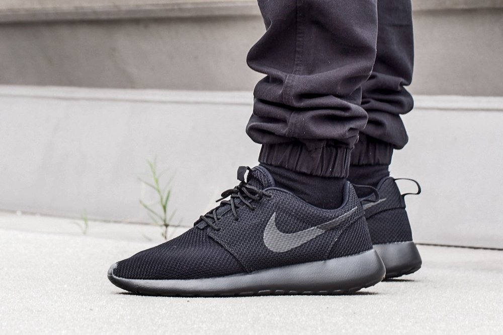 low priced a6e90 6f5ad Nike Roshe Run