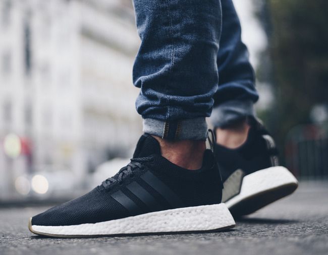 Now Available: adidas NMD R2 \