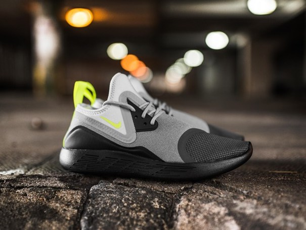 00d0dd7323fd On Sale: Nike Lunarcharge
