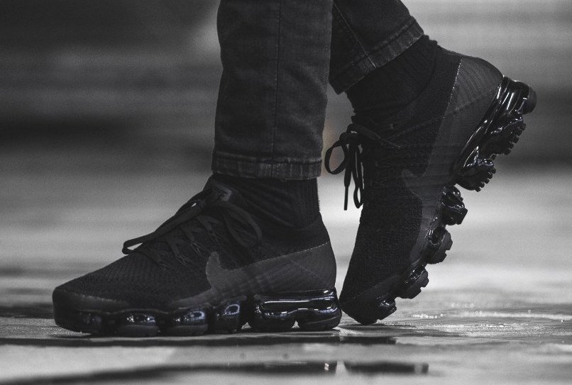 Restock Nike Air Vapormax Flyknit Triple Noir Sneaker Shouts