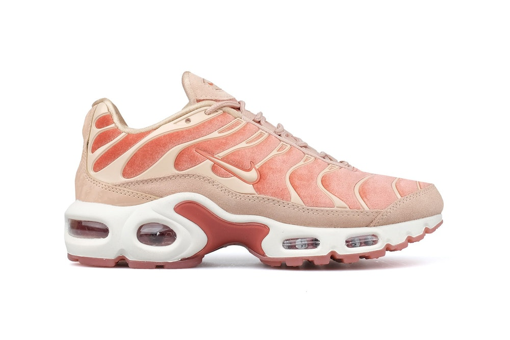 quality design 4e637 90bd4 Now Available: Women's Nike Air Max Plus LX