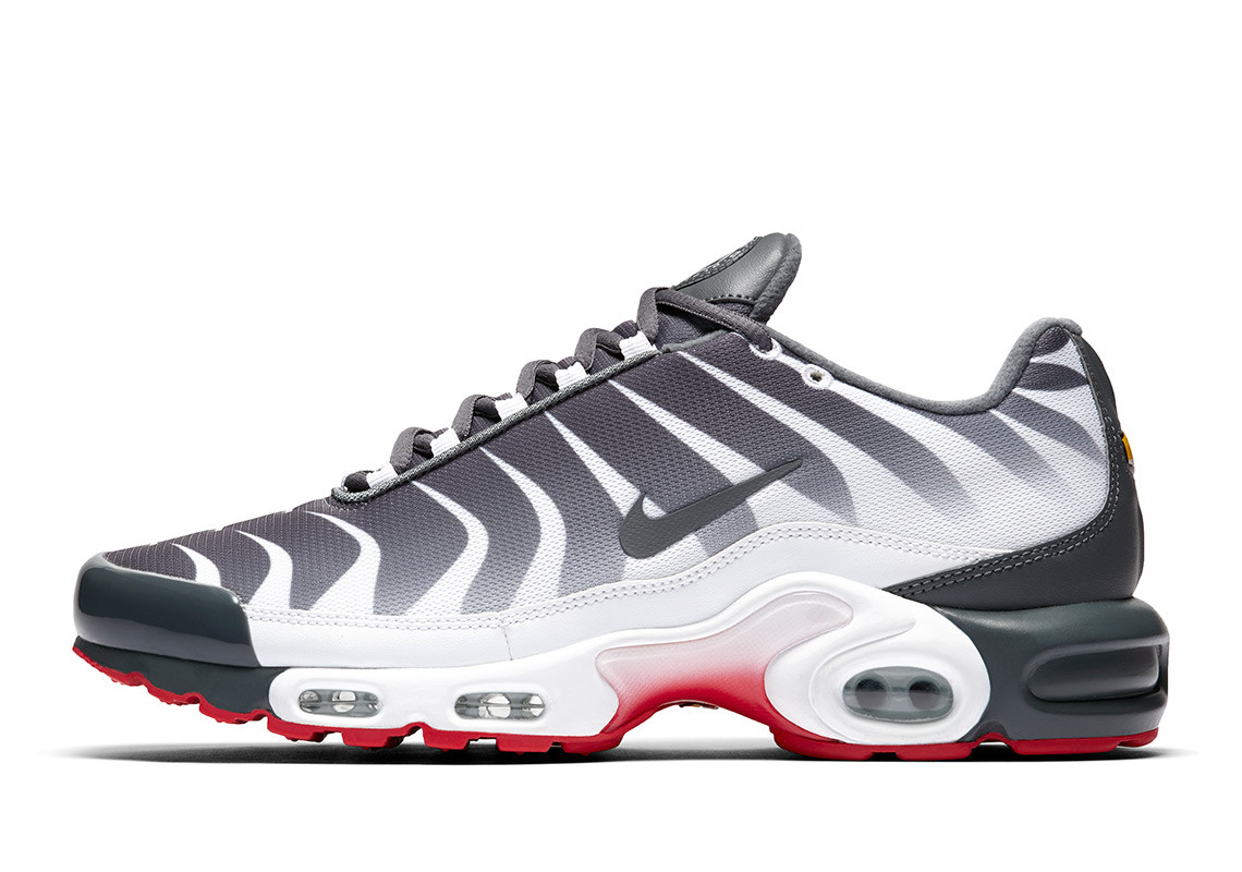 """timeless design 21af0 2db0b Now Available: Nike Air Max Plus """"Before the Bite"""" — Sneaker ..."""