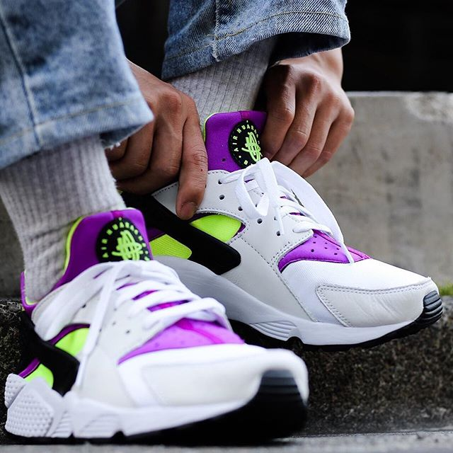 best sneakers 637b1 2331f Now Available: Nike Air Huarache '91 OG