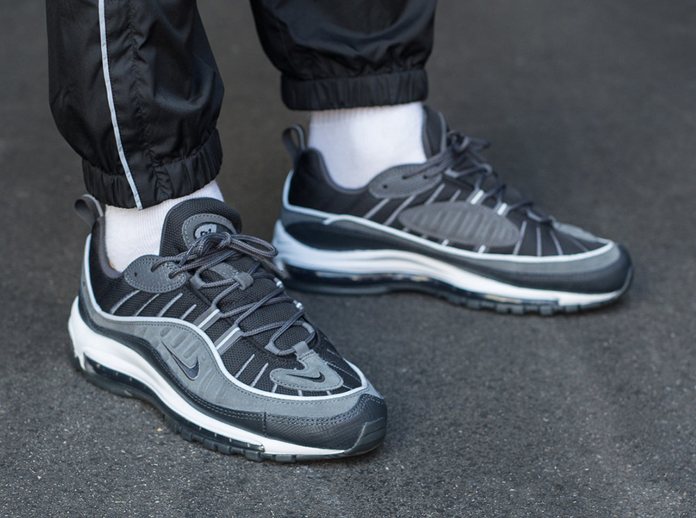 Review : la Nike Air Max 98 SE Grise Black Anthracite on feet