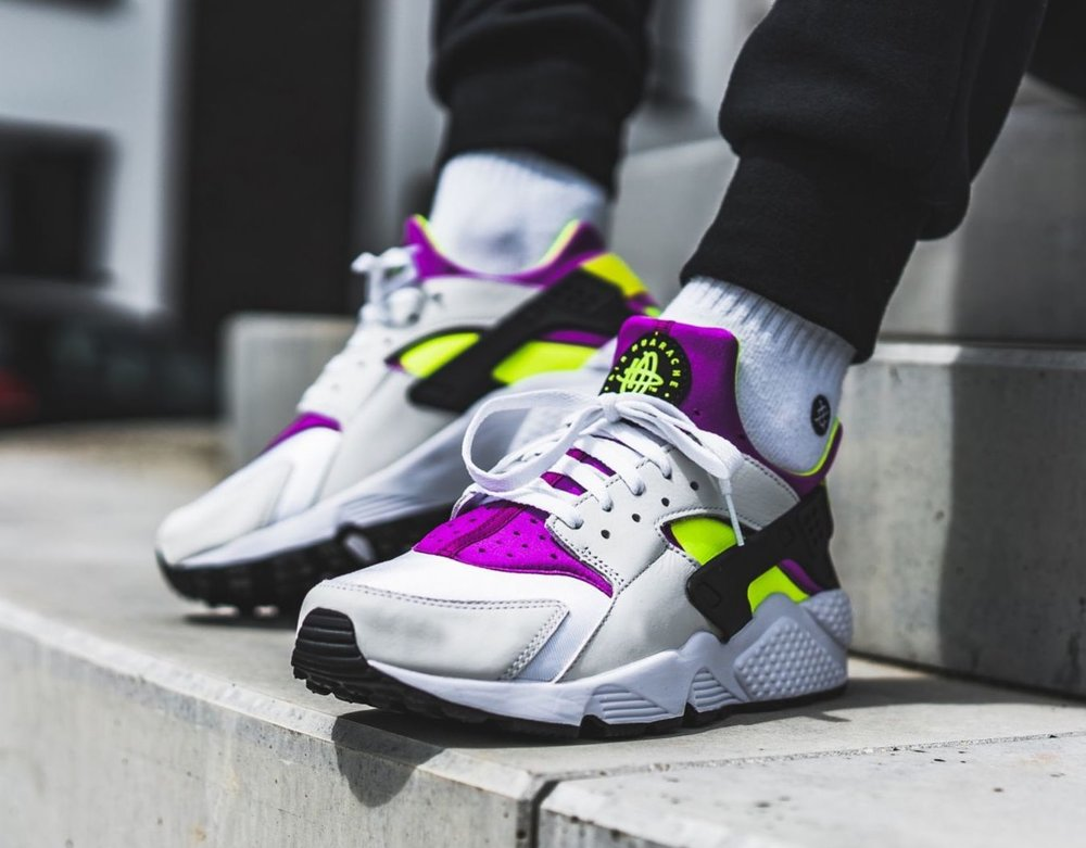 nike-air-huarache-run-91-qs-grau-lila-ah8049-101-mood-1.jpg