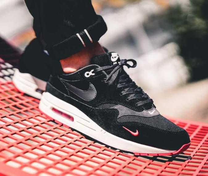 air max 1 mini swoosh black red
