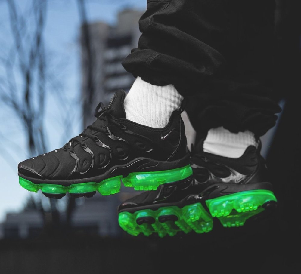 1f4f81110490f Now Available  Nike Air VaporMax Plus