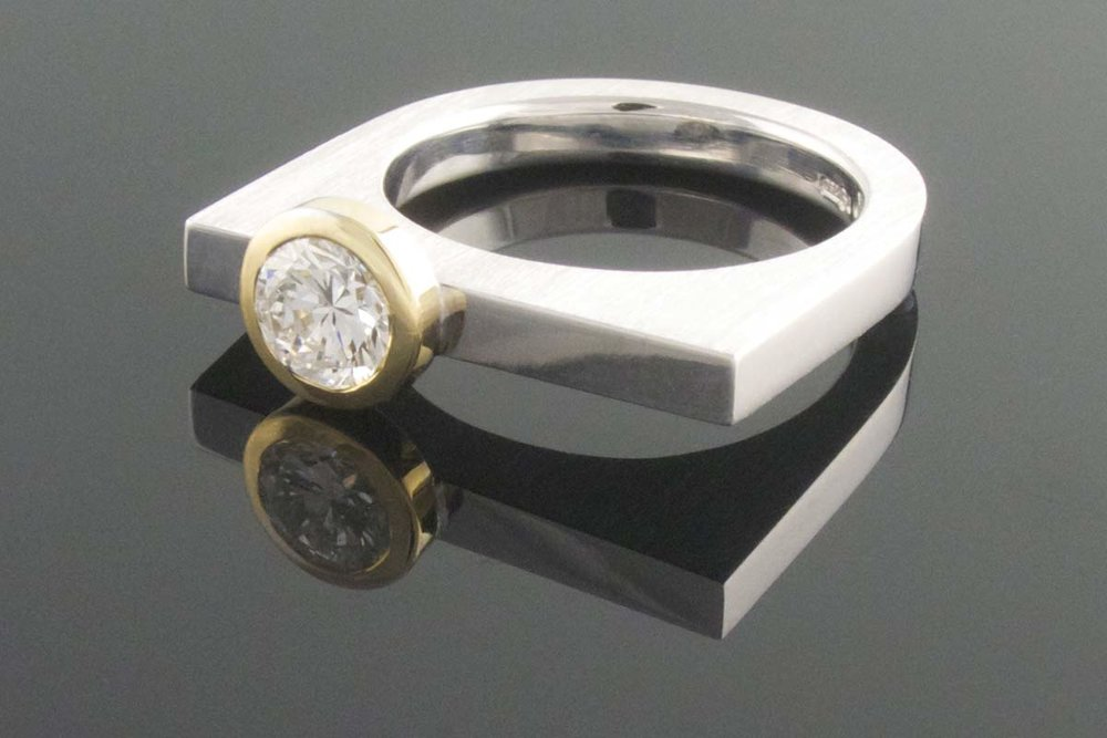 Contemporary 18ct yellow and white gold diamond ring