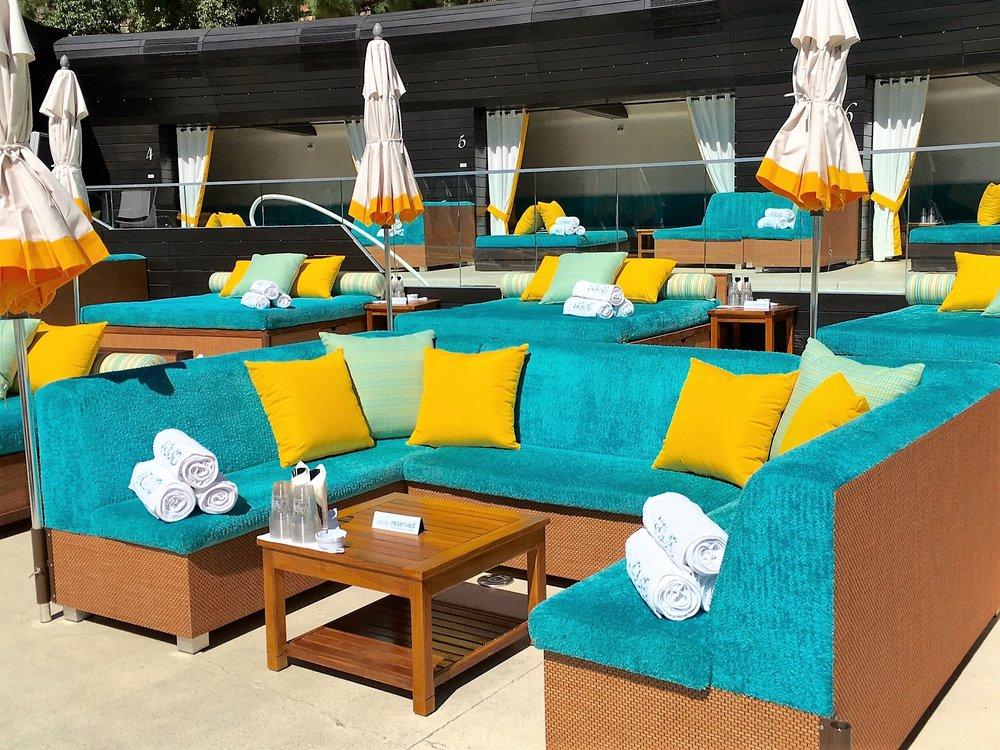 Liquid pool lounge furniture