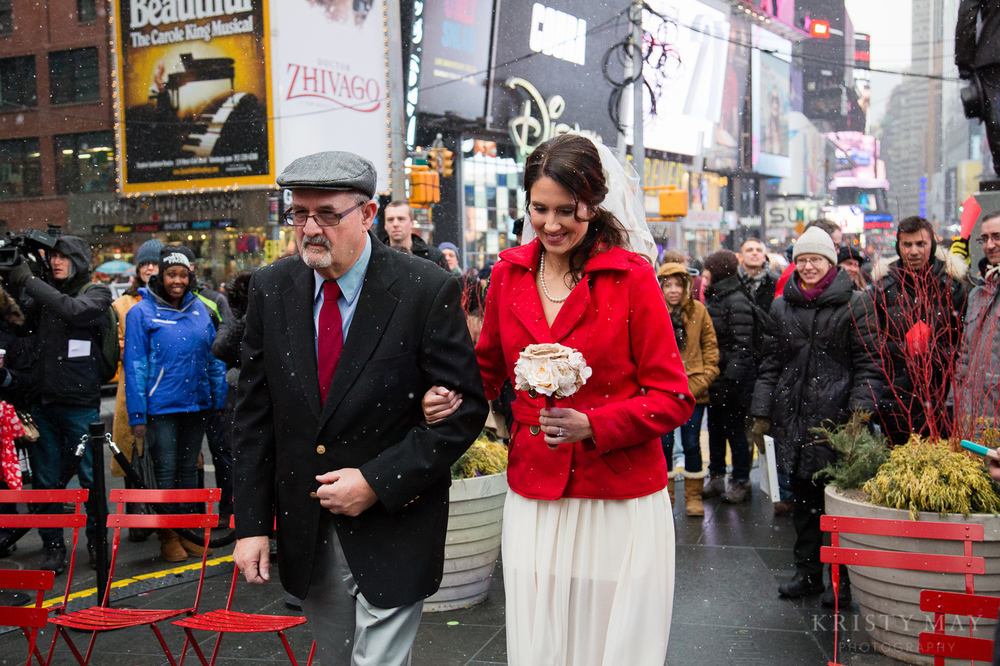 TIMES_SQUARE_VALENTINES_WEDDING_04.jpg