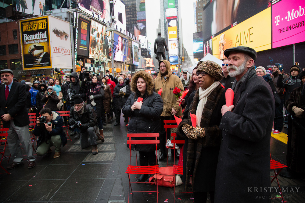 TIMES_SQUARE_VALENTINES_WEDDING_06.jpg