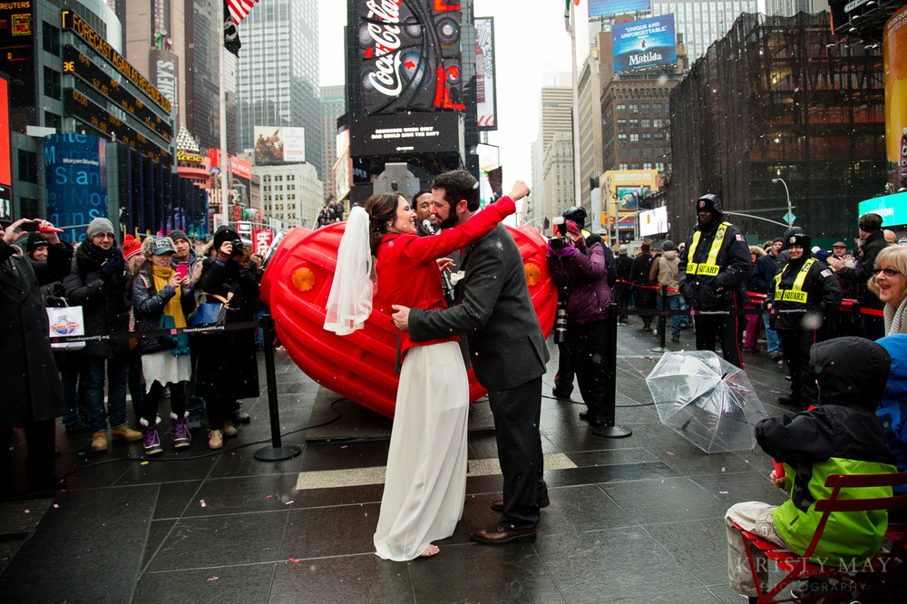 TIMES_SQUARE_VALENTINES_WEDDING_07.jpg
