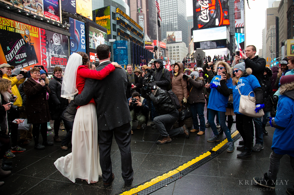 TIMES_SQUARE_VALENTINES_WEDDING_09.jpg