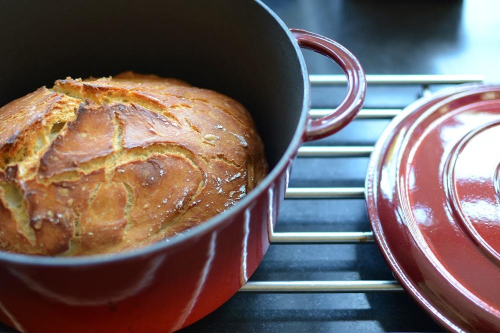 bread_in_le_creuset.jpg