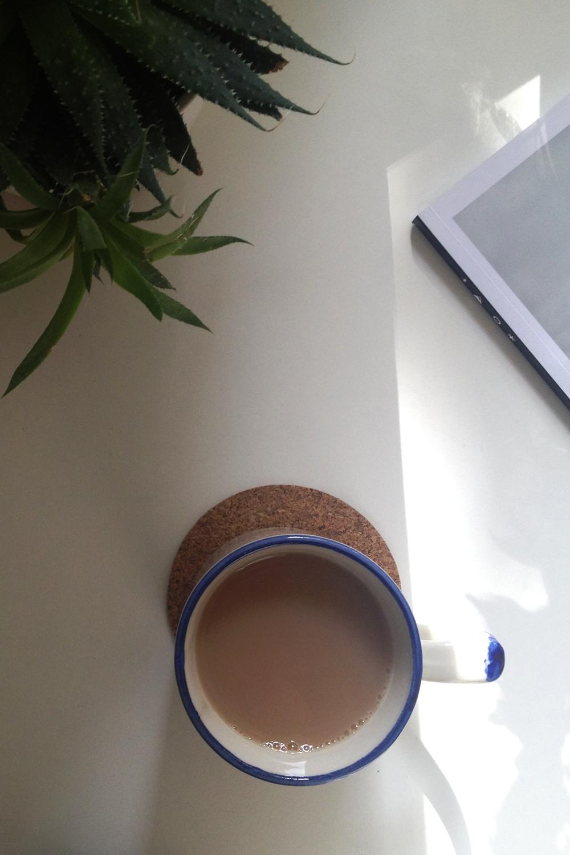 coffe_break_desk