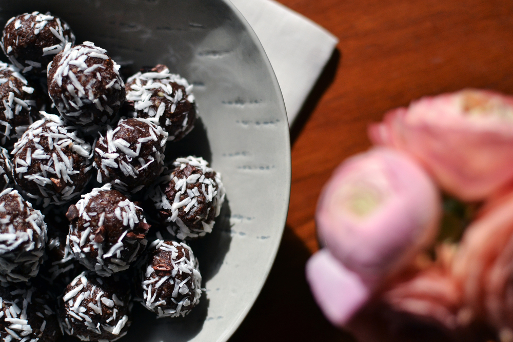 raw_coconut_cacao_balls_2.jpg