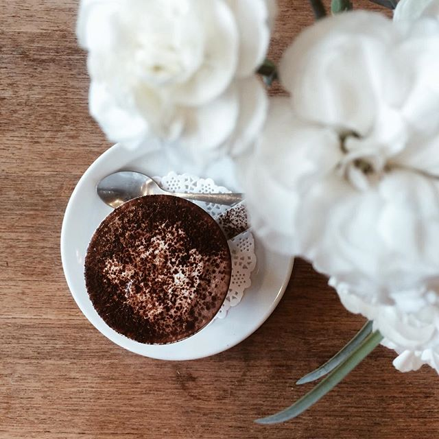 Perfect rainy Saturday to stay inside, drink #gingerbread spiced hot chocolate, read plays and take long naps. ✨ #darlingweekend