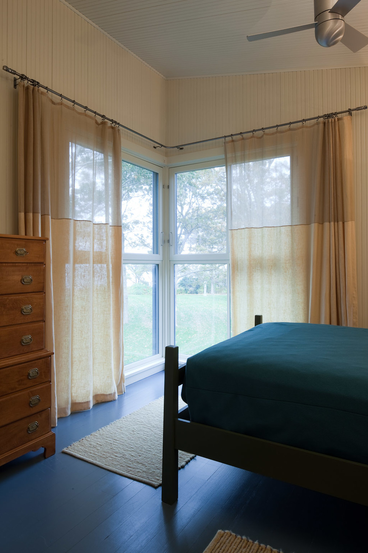 6 Nonquitt guest bedroom RK-289.jpg