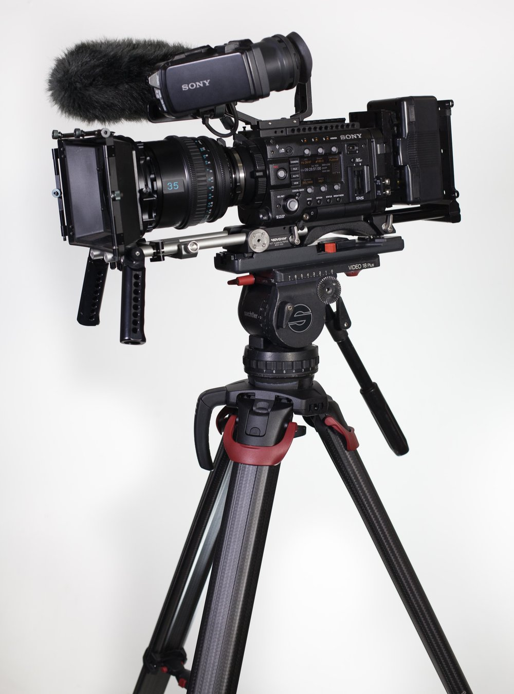 Sony F5 and the Flowtech 100 - The Flowtech 100 is Sachtler's latest tripod system, that combines light weight carbon fiber design and improved functionalityMore info on the Flowtech 100!