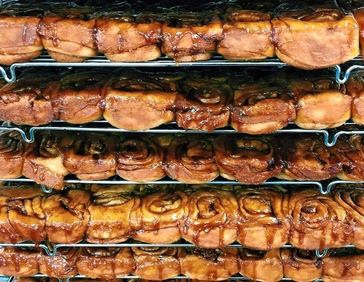 knaus berry farm cinnamon rolls