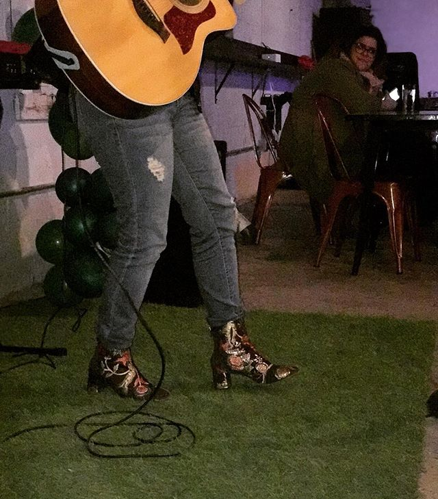 @melbryantmusic has the most awesome kicks. Ever. She's pretty good at singing/writing/playing too.